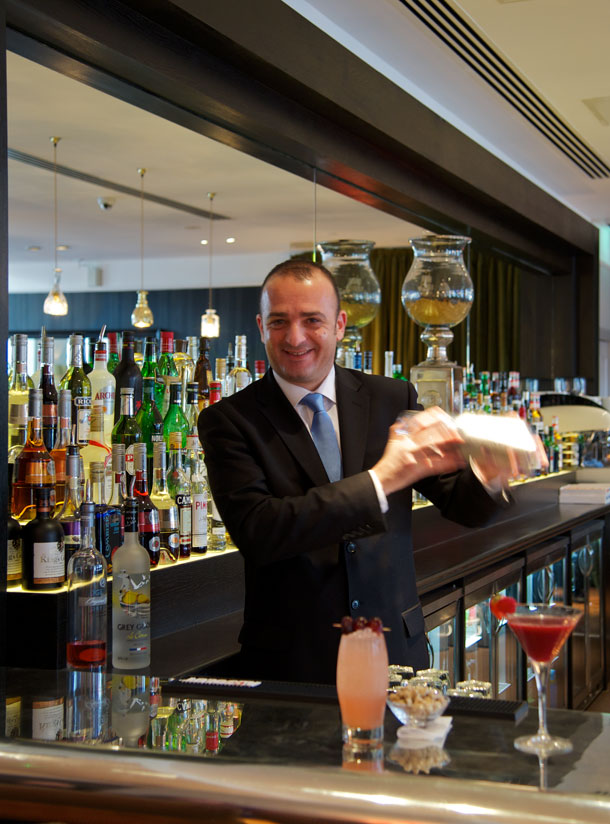 Quarter Bar London Bridge Hotel Carlo barman cocktail