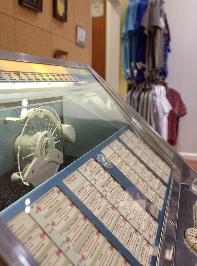 Penguin Store Interactivity Jukebox Tonik Retail